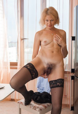 Pics of mature hairy pussy